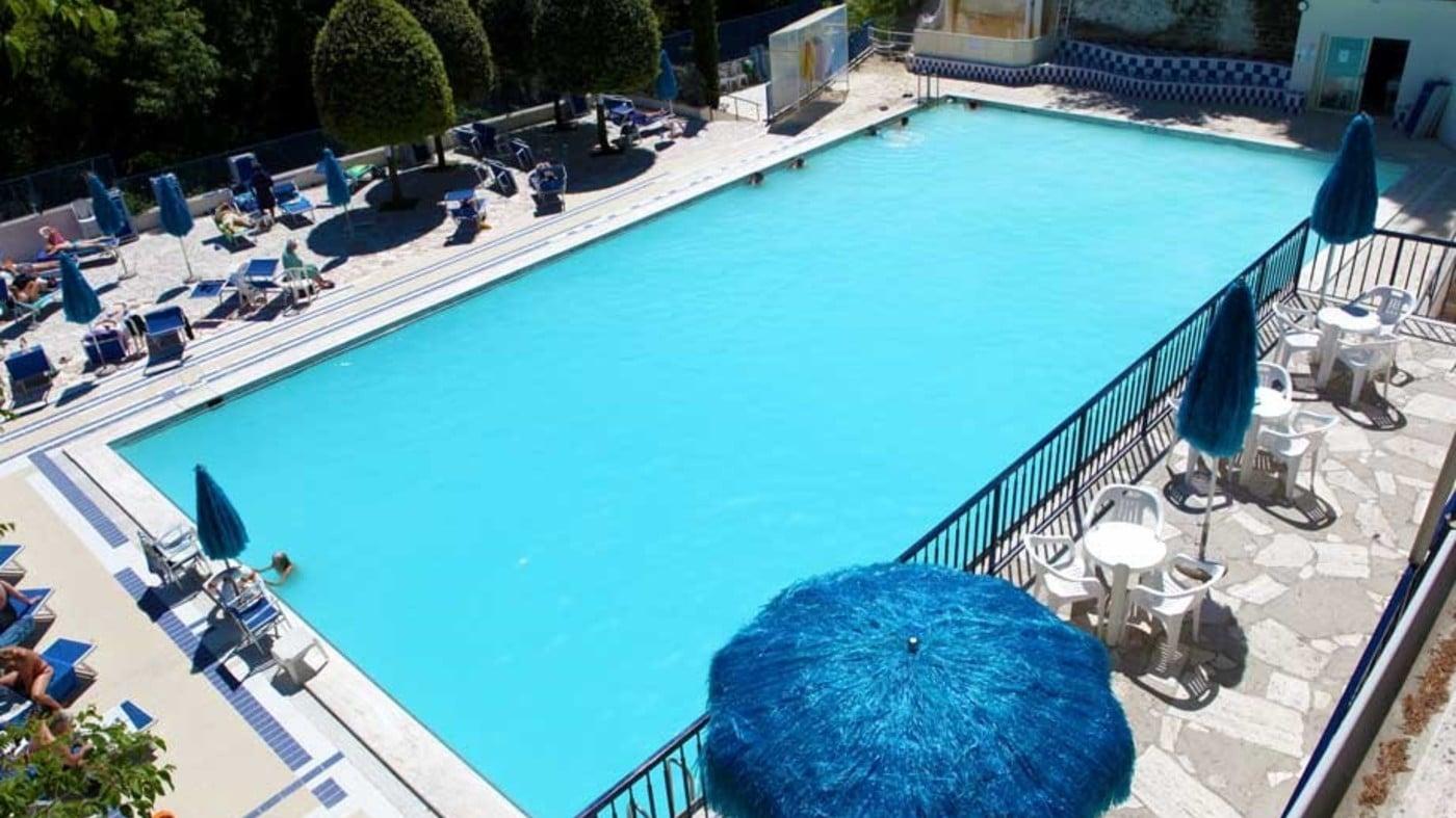 Piscine termali bagni san filippo hotel miralaghi for Bagno della piscina